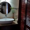 hibiscus_deluxe suite bathroom-2